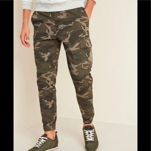 Men's large camo cargo pants. New with tags.
